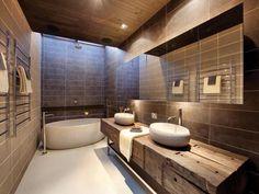 meubles salle de bain bois massif brut avec vasques et baignoire oeuf en pierre grise
