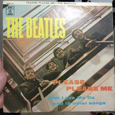 Nessas férias chuvosas nada melhor que um som dos Beatles #thebeatles #beatles #pleasepleaseme #fab4 #rocknroll #vinil #vinyl #vinylover #vinylporn #vinyladdict #nowspinning #music #twistandshout by paolo_bellini