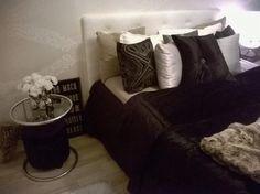 Elegant bedroom, black, white and brown, black bedspread, white wallpaper Black Bedspread, Bedroom Black, White Wallpaper, Bed Spreads, Black White, Couch, Throw Pillows, Elegant, Brown