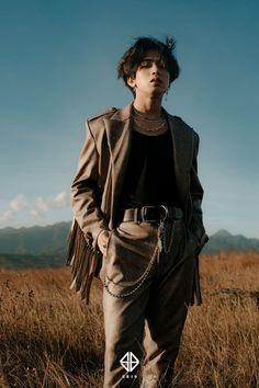 Ikalawang Yugto | Josh Cullen Santos Korean Entertainment Companies, Men Photoshoot, Cute Cartoon Wallpapers, Phone Wallpapers, Asian Men, Pretty Face, Mtv, Hipster, Model