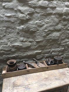Oude houten lange baksteenmal schaal bak gruttersbak vakkenbak landelijk stoer oud