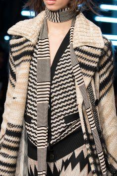 Missoni at Milan Fashion Week Fall 2016 - Details Runway Photos Knitwear Fashion, Knit Fashion, Fashion Week, Winter Fashion, Milan Fashion, Womens Fashion, Missoni, Urban Outfits, Stylish Outfits