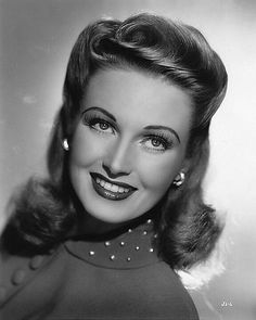 Hair June Lang looking nothing short of stunning. Vintage Glamour, Old Hollywood Glamour, Hollywood Stars, Vintage Hollywood, Vintage Makeup, Vintage Beauty, Look Gatsby, Viejo Hollywood, 1940s Hairstyles