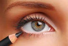 Applying Eyeliner: Eyes: Makeup Tips: