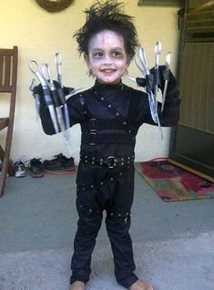 (originally pinned by Jess) *Best / Worst Halloween Costume ~ October Creative Costumes, Diy Costumes, Halloween Costumes, Costume Ideas, Scary Costumes For Kids, Crazy Costumes, Cute Baby Costumes, Toddler Costumes, Edward Scissorhands Kids Costume