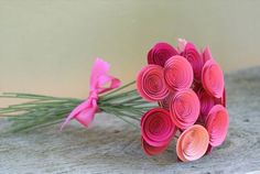 Auf diese Seite erkennen Sie, wie kann man ganz einfach und schnell solche wunderschöne Blumen aus Papier einfach basteln. Schauen Sie mal...
