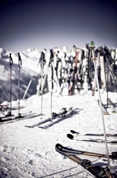 Ma dove sono tutti? - Ore 11.30, sulle piste da sci. Ma dove sono andati tutti? Cercate nei bellissimi rifugi invernali dell\'Alta Badia, le mete migliori per una piccola pausa gourmet!credits: crossfitbreckenridge.com