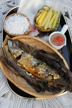 Grilled Fish in Banana Leaves Vietnamese Cuisine, Vietnamese Recipes, Asian Recipes, Ethnic Recipes, Nem Nuong, Native Foods, Grilled Fish, Camembert Cheese, Food Photography
