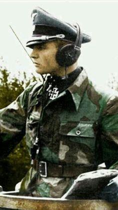 卐 SS-Obersturmbannführer Max Wünsche. (via reinhard-himmler) German Soldiers Ww2, German Army, Germany Ww2, German Uniforms, War Photography, Military Men, Panzer, War Machine, Special Forces