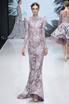 Michael Cinco is the first Filipino to unveil a haute couture collection in Paris Fashion Week Check out his stunning collection of dresses here! Style Couture, Couture Week, Couture Fashion, Runway Fashion, Paris Fashion, Fashion News, Fashion Show, Fashion Design, Fashion Blogs