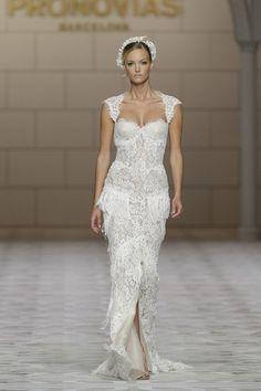 Vestidos de noiva com franjas da Pronovias | O blog da Maria. #casamento #vestidosdenoiva #franjas #Pronovias #BarcelonaBridalWeek