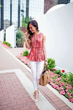 coral printed peplum top, white skinny jeans, tan leather bag, neutral leather lace-up heels Classy Outfits, Casual Outfits, Cute Outfits, Spring Summer Fashion, Spring Outfits, Summer Chic, Cute Fashion, Fashion Outfits, Woman Fashion