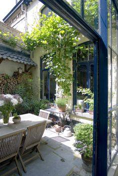 A Charming Courtyard Garden