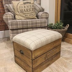 I've been rather busy this past week, another batch of crates finished and all sold ready to go to their new homes! Cottage Living Rooms, Home Living Room, Living Room Designs, Living Room Decor, Shabby Chic Chairs, Shabby Chic Furniture, Home Furniture, Furniture Ideas, Fireplace Remodel