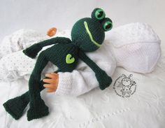 Toy for sleep. Frogling for small babies knitting by simplytoys13