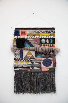 """Tapeçarias tecidas à mão por Genevieve Griffiths (na Nova Zelândia) e expostas no evento """"Novo Mundo"""" Tecelões em 2015, na Galeria Koskela, em Rosebery, Sydney, estado de Nova Gales do Sul, Austrália. Fotografia: www.koskela.com.au"""