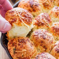Italian Skillet Pull Apart Bread - easy to make pull apart bread using frozen bread rolls.