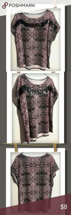 Top Cute top with a sequin pattern and floral design print.  Cozy&cute!   70%Polyester  30% Rayon Gloria Vanderbilt Tops Tees - Short Sleeve