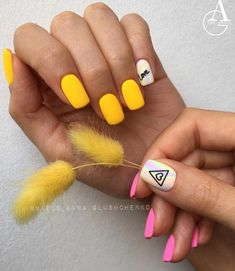 Beach nails Beautiful nails to the sea Original nails Two color nails Vacation nails Yellow and pink nails Heart Nail Designs, Valentine's Day Nail Designs, Best Nail Art Designs, Bright Nails, Yellow Nails, Pink Nails, Two Color Nails, Nail Colors, Manicure