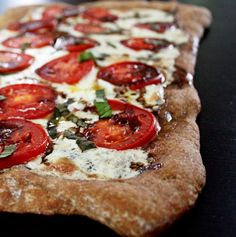 caprese pizza with balsamic