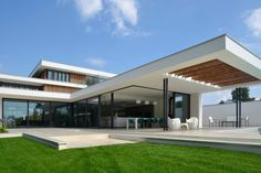 River House - External view of kitchen and canopy from garden : Modern houses by Selencky///Parsons
