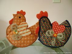 Sewing Furniture Makes It Easier To Work Sewing Crafts, Sewing Projects, Craft Projects, Chicken Pattern, Quilted Ornaments, Table Runner And Placemats, Chicken Art, Crochet Potholders, Chickens And Roosters