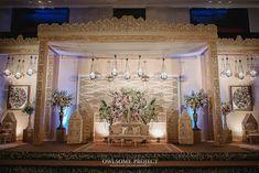 Fashion Designer 📱: Ocki (085780222250) & Yana (081318005733) 📧: verakebaya@me.com (by appointment) Wedding Backdrop Design, Simple Wedding Decorations, Simple Weddings, Pelaminan Modern, Indonesian Wedding, Platinum Wedding, Wedding Preparation, Wedding Inspiration, Wedding Ideas