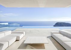 Located in the beatiful landscape, in front of the Mediterranean Sea, between El Portixol and Cala Blanca, the Sardinera House by Valencia-based practice Ramon Esteve Estudio stands out on the top of a hillside, flanked by a headland entering the sea on a bay of turquoise waters.