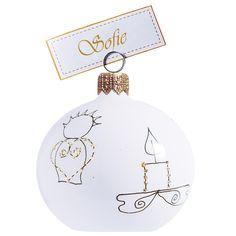Jmenovka na vánoční tabuli v bílé barvě je dekorována jednoduchými obrázky v tenkých černých liniích, které zvýrazňuje zlatý posyp. Jmenovka již neodmyslitelně patří na štědrovečerní stůl. Díky dvojité záponce můžete umístit kartičku se jménem nebo s věnováním. Basic Colors, Colours, Nordic Style, Christmas Bulbs, Touch, Pure Products, Elegant, Holiday Decor, Accessories