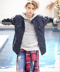 Photo by on her trip down under Hair by Jacket… Beautiful Children, Beautiful Boys, Pretty Boys, Beautiful People, Outfits For Teens, Boy Outfits, Kids Fashion Boy, Mens Fashion, Cute 13 Year Old Boys