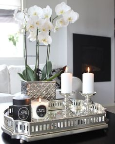 Very elegant table decoration Very elegant table decoration . - Very elegant table decoration Very elegant table decoration - Coffee Table Styling, Decorating Coffee Tables, Coffee Table Tray Decor, Decorating Kitchen, Decorating Ideas For The Home Living Room, Coffee Table Candles, Coffee Table Arrangements, Candle Tray, Glass Candle Holders