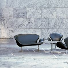Leather Swan Sofa by Fritz Hansen