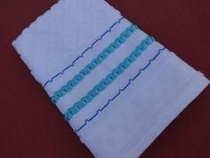 Toalha de lavabo - bordado em fita - bordado me ponto cruz - fita azul