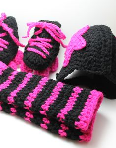 Roller Derby Baby Booties Roller Skates, Jammer Hat and Legwarmers for Patty Cakes. $40.00, via Etsy.