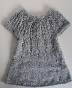 Pour Carole...Les explications de la robe top down de Maelys Crochet Baby, Crochet Top, Top Down, Knitting Designs, Textiles, Dress Skirt, Doll Clothes, Girls Dresses, Couture