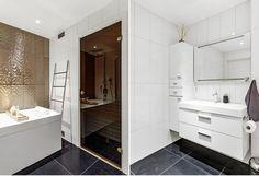 Badet.  Revidert utgave av kataloghuset Ura fra Norgeshus. Alcove, Bathtub, Bathroom, Standing Bath, Washroom, Bathtubs, Bath Tube, Full Bath, Bath