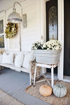Rustic Cottage Farmhouse Fall Porch Steps I feel like this is an annual thing now. Me piling pumpkins & mums on our front steps & taking a mi Shabby Chic Farmhouse, Rustic Cottage, Farmhouse Decor, Farmhouse Style, Cottage Porch, Modern Farmhouse, Cozy Cottage, Farmhouse Design, Industrial Farmhouse