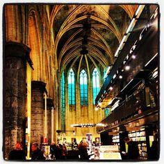 The #biggest most #beautiful #bookstore in #maastricht #selexyzdominicanen #books #love #favorite #dream - #webstagram #mtricht #univercity