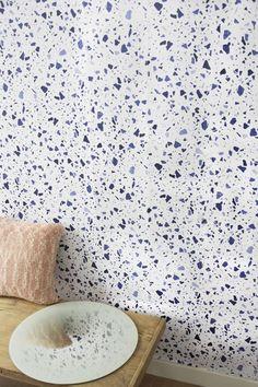 Un papier peint à motifs Terrazzo signé Eno Studio Plus Terrazo, Deco Originale, Terrazzo Flooring, Modern Kitchen Cabinets, Minimalist Home Decor, Shops, Cabinet Design, Decoration, Print Patterns