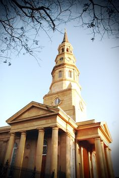 St Phillips Church // Charleston, South Carolina // Founded 1680 City Of Charleston, Charleston South Carolina, Fun Places To Go, Wonderful Places, Murrells Inlet, Episcopal Church, Classical Architecture, Low Country, United States