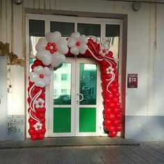 Beautiful flower balloon arch in red and white. Ballon Arch, Deco Ballon, Balloon Columns, Love Balloon, Balloon Flowers, Balloon Bouquet, Balloon Ideas, Ballon Decorations, Birthday Decorations