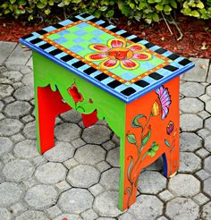 Funky Furniture dans un nouveau monde Whimsical Painted Furniture, Painted Benches, Hand Painted Chairs, Painted Stools, Hand Painted Furniture, Painted Tables, Art Furniture, Funky Furniture, Colorful Furniture