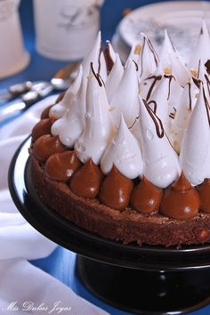 Tarta brownie con dulce de leche, merengue y cacahuetes - Mis Dulces Joyas Pie Recipes, Cooking Recipes, Cinnabon, Flan, Sin Gluten, Oreo, Brownies, Waffles, Cake Decorating