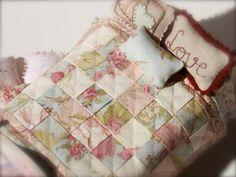 Tutorial colcha de patchwork para casas de muñecas, paso a paso. Patchwork quilt doll house tutorial, step by step, scale 1:12.