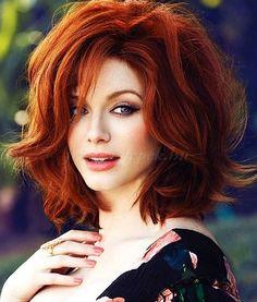 női frizurák félhosszú hajból - tupírozott félhosszú női frizura