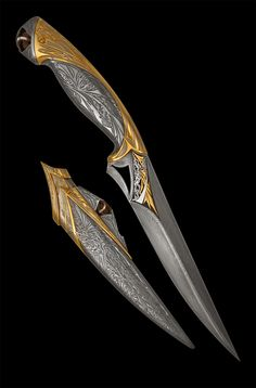 Superhero Knife – Spawn Exclusive handmade knife coated with precious metals – gold and rhodium. Decorated with large quartz crystals. Comic inspired by Spawn Pretty Knives, Cool Knives, Ninja Weapons, Weapons Guns, Swords And Daggers, Knives And Swords, Armadura Steampunk, Armas Ninja, Sword Design