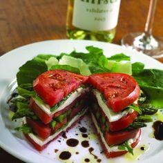 caprese sandwich - looks delish and healthy. Healthy Snacks, Healthy Eating, Healthy Recipes, Veggie Recipes, Veggie Dishes, Esparagus Recipes, Recipe Tips, Drink Recipes, Delicious Recipes