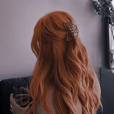 Face Aesthetic, Aesthetic Girl, Ginger Hair Girl, Red Curls, Dark Red Hair, Girls With Red Hair, Light Hair, Curled Hairstyles, Hair Inspiration