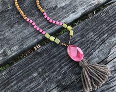 collares, collar, joyería de boho largo collar - perlas de color rosa, verdes y madera, borla collar de invierno - borla de la borla