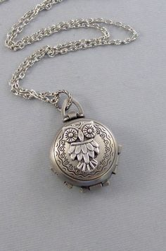 This nature inspired tiny owl locket has been made in antiqued silver. The tiny little owl are very detailed, you can see their eyes, ears, and Owl Jewelry, Jewelry Box, Jewelry Accessories, Jewelry Design, Unique Jewelry, Gold Jewellery, Locket Necklace, Pendant Necklace, Necklaces